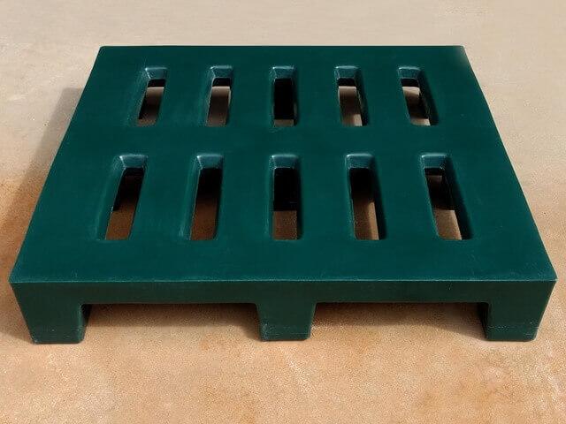 pallet de plastico reforçado